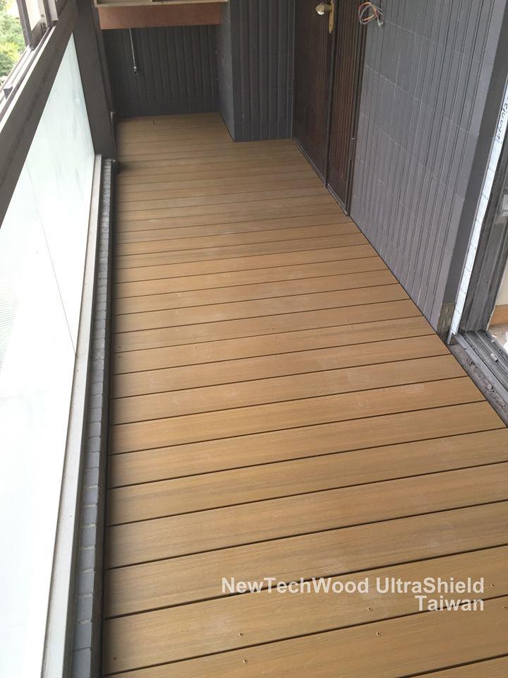 橡木色活動式地板