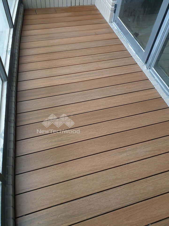 綠建材-塑木-柚木色-不鏽鋼骨架-陽台-微弧形