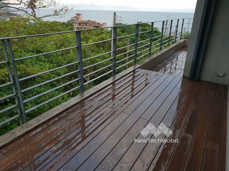 海岸別墅塑木平台