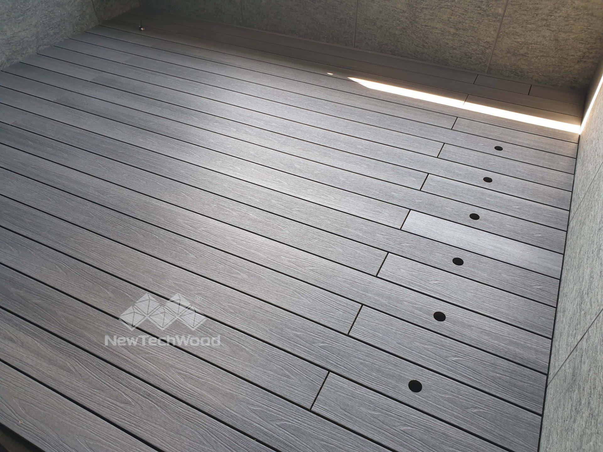 淺灰色露臺-燈孔設計