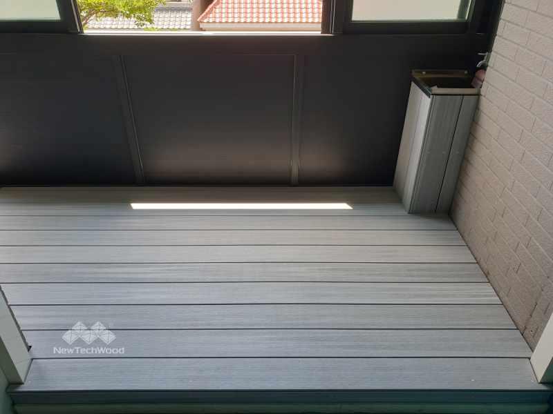 煙灰白色塑木陽台