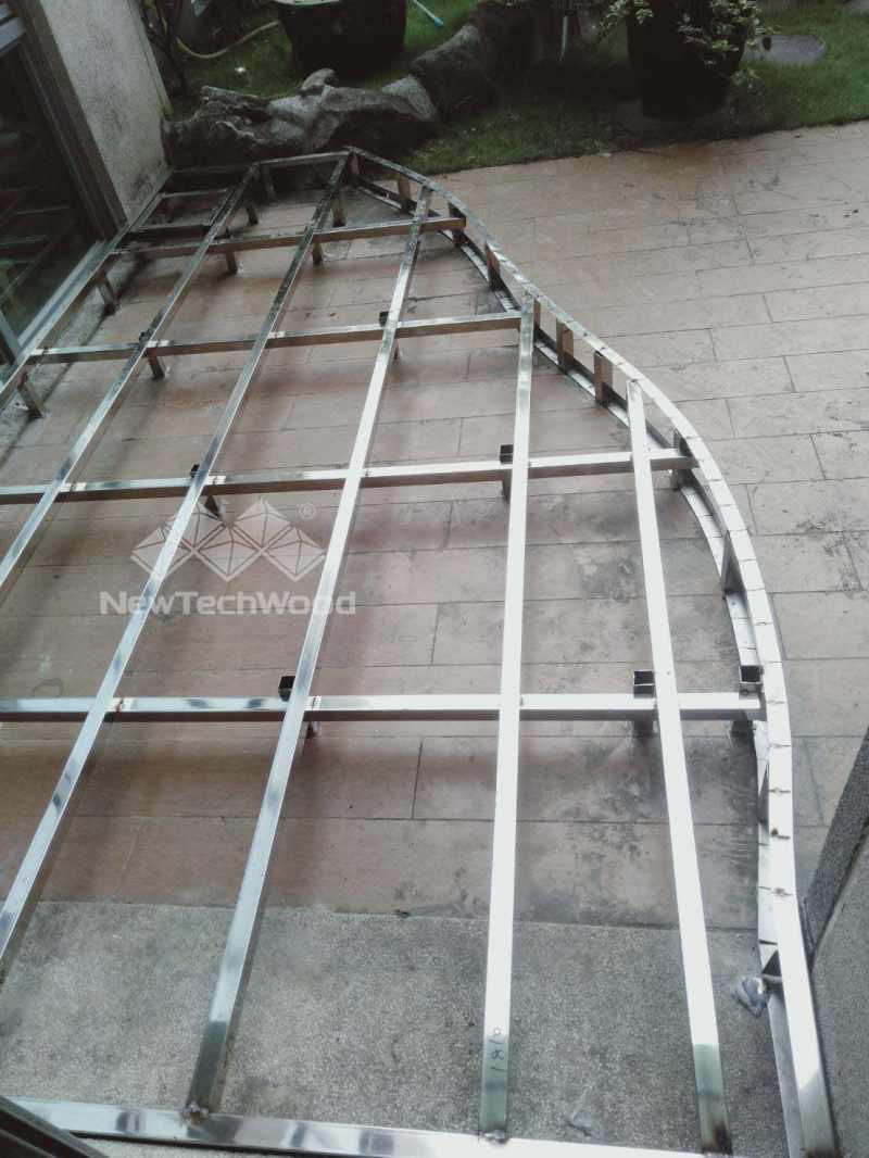 塑木地板不銹鋼骨架弧形施工